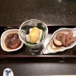 四季酒菜庵 魚徳 - 料理写真:先付け ホタルイカの沖漬け・アワビとニラの黄身酢 ・いいだこの煮物