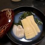 四季酒菜庵 魚徳 - 椀物 ハマグリの出汁が良く出て筍が甘い