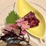 四季酒菜庵 魚徳 - お造り くじら・イサキ・しめ鯖