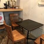 マンドリルカレー - こちらはテーブル席、もう1卓あります(2018.2.18)