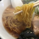 三角山五衛門ラーメン - 麺は中太縮れ