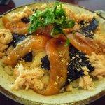 鳴沢苑 - 絹姫サーモンの漬け丼アップ。