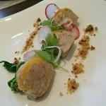 a - 【前菜】豚肉とフォアグラのパテ・デ・カンパーニャ パプリカと共に