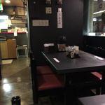 ての字 - テーブル席