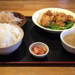 味庵喰好 - 料理写真:ランチの唐揚げ定食¥680税込み