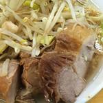 81141202 - 「小ラーメン」(750円)肉アップ