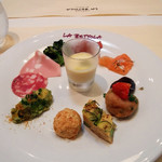 ラ・ベットラ・ダ・オチアイ ナゴヤ - 前菜盛り合わせ トウモロコシのスープ、サラミ、モルタデッラ、ブロッコリー、クロケット、キッシュ等