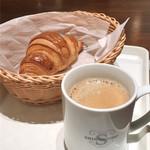 進々堂 - クロワッサン オ ブールとコーヒー