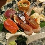 東岡崎魚酒場 どぉーん - 刺身盛り合わせ