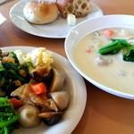ファームレストランまきば - クリームシチューと10種の野菜バイキング
