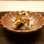 木山 - 穴子(明石)の焼霜、菜種、辛味大根、梅肉ソース