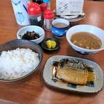 さかゑ食堂 - 料理写真:鯖煮魚定食 580円