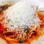81151075 - トマトソース食べ方②のチーズをたっぷり削っててんこ盛り♪