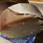 いづ重 - いづ重(京都府京都市東山区祇園町北側)鯖姿寿司 3個