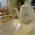 81152749 - 紅茶はポットサービス