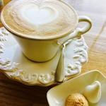 カフェ パルランテ - カプチーノ¥540(税込)