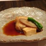 鷹勝 - ◆鰈の煮付け・・鰈は厚みがありますし、お味付は甘目ですけれどよく浸みています。