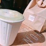 カンノン コーヒー - 抹茶ラテ ほんのりレモンのクリーム添え