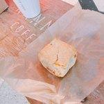 カンノン コーヒー - オレンジマカデミアナッツのスコーン