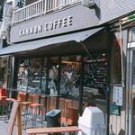 カンノン コーヒー - 外観 イスが入り口に