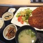 サダメシ - 料理写真:たれカツ定食 860円