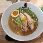 鶏ちゃん本舗 博多の華味鳥 - 鶏ちゃんの鶏白湯ソバ 820円(税込)