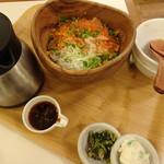 こめらく - 料理写真:鮭といくらの北海ごはん(1,280円)