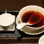 北新地 中国料理 星華 - 左:マスタード 右:酢醤油 ※春巻用です