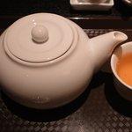 北新地 中国料理 星華 - お茶は3分間蒸らしてから飲んでくさい(と、説明あり)