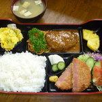 キッチン.トモ - 日替わりランチ・750円(写真はハンバーグのランチです。主菜・福菜ほか内容は日によって異なります)