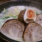 石焼らーめん 火山 - 焦がし焼豚麺 1,080円(税別)