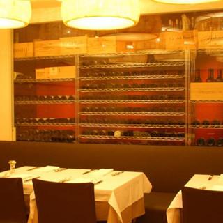 世界中のワインを100種類以上ご用意。ボトル3,800円~