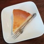 ジャズカフェ トッシー - ベイクドチーズケーキ 330円
