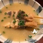 もつ料理津上 - モツ串、タレがよく染みててうまい。