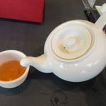 華湘 - ポットで出されるウーロン茶