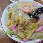 81188159 - 玉ねぎ・キャベツ・白菜・キクラゲ・かまぼこ・タケノコ      野菜たんまりです\(^o^)/