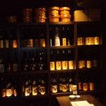 磯べゑ - 店内に並ぶ焼酎ボトル