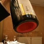 銀座 レカン - ルブタンみたいに裏の赤いボトル