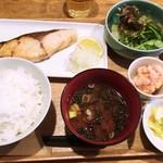 煮炊屋 金菜 - 炭焼ブリの塩焼