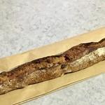 パンやきどころ RIKI - クランベリーとクルミのバトン ¥280+税