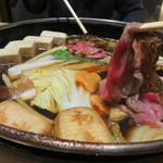 西新初喜 - 霜降り黒毛和牛コース すき鍋+飲み放題で6,000円(税込)を注文。