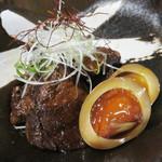 西新初喜 - コース以外の一品料理もあります。 極上黒豚の角煮と煮卵。