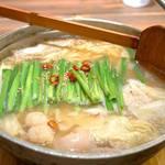 めんちゃんこ亭 - レギュラーメニューの『牛もつめんちゃんこ』です。 味噌と醤油味を選べます。 お値段は塩レモンと同じ880円。