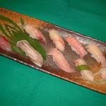 入船 - 料理写真:銚子を丸ごと食べつくす!大漁にぎり10カン(本体価格2500円)