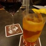ヴィクトリア - グラスワインとシャーリーテンプル