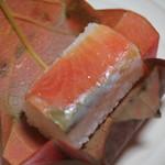 柿の葉おすし山の辺 - 料理写真:鮭寿司