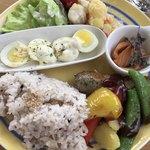 パウンドハウス - 料理写真:ランチプレート¥1298(税込)ドリンク・ケーキ付き