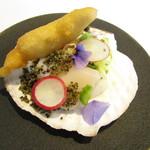81203805 - 青森から直送・活帆立 サンスイートキャベツ とんぶり ヨーグルトを混ぜたソース 神戸の野菜のマリネ 帆立の白子のフリット
