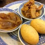 81205953 - 牛ハチノスのバーベキュー煮&牛アキレス腱の塩煮込み&五目入り揚げ餅餃子