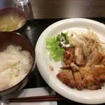 Oリーブ - パリパリチキン定食(¥800円)